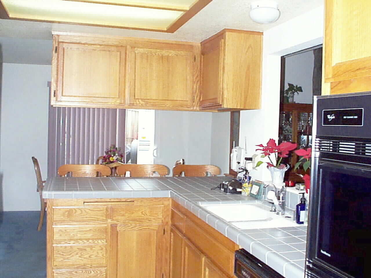 Party Central Kitchen... with easy access to Laundry and Garage... no long walk with Groceries !